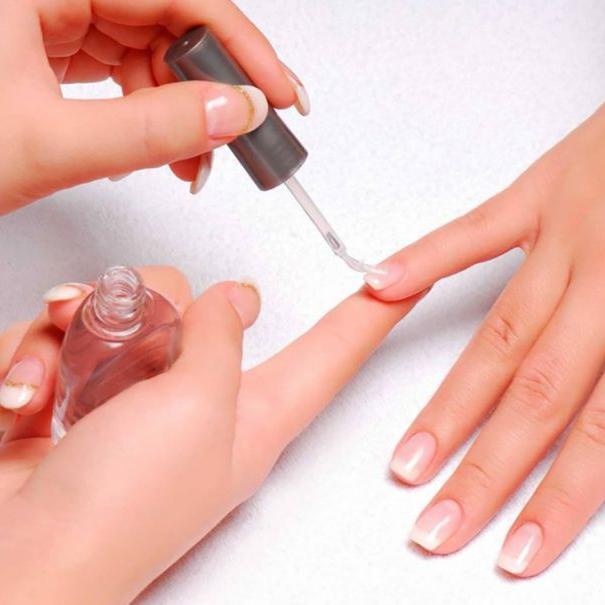 вот причина как укрепить ломкие слоящиеся ногти